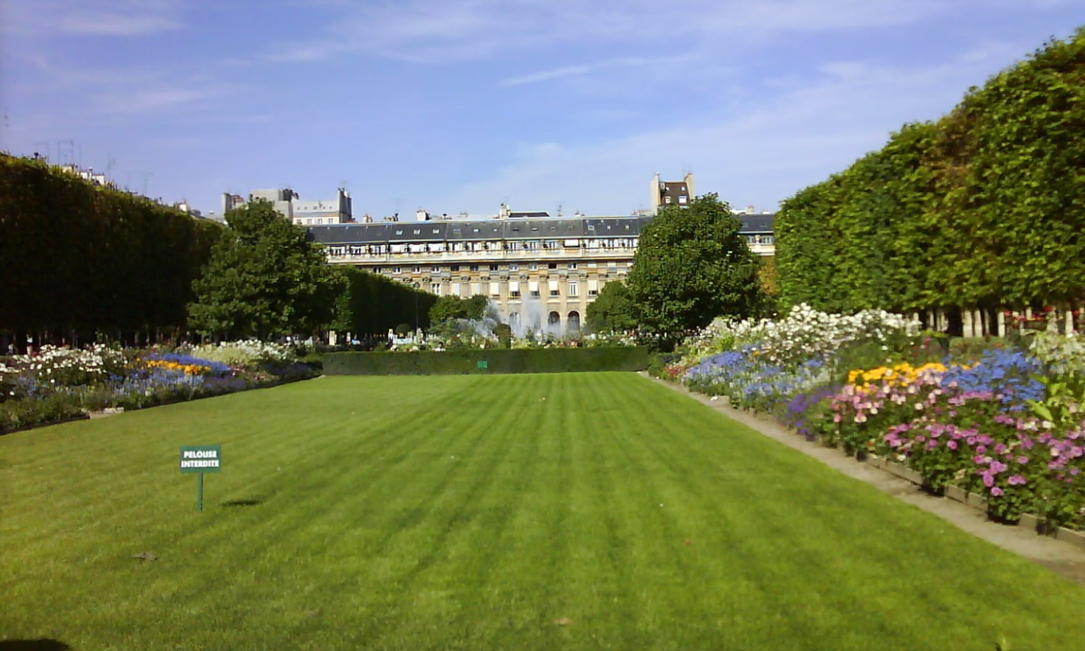Jardin du Palais Royal-Paris in spring